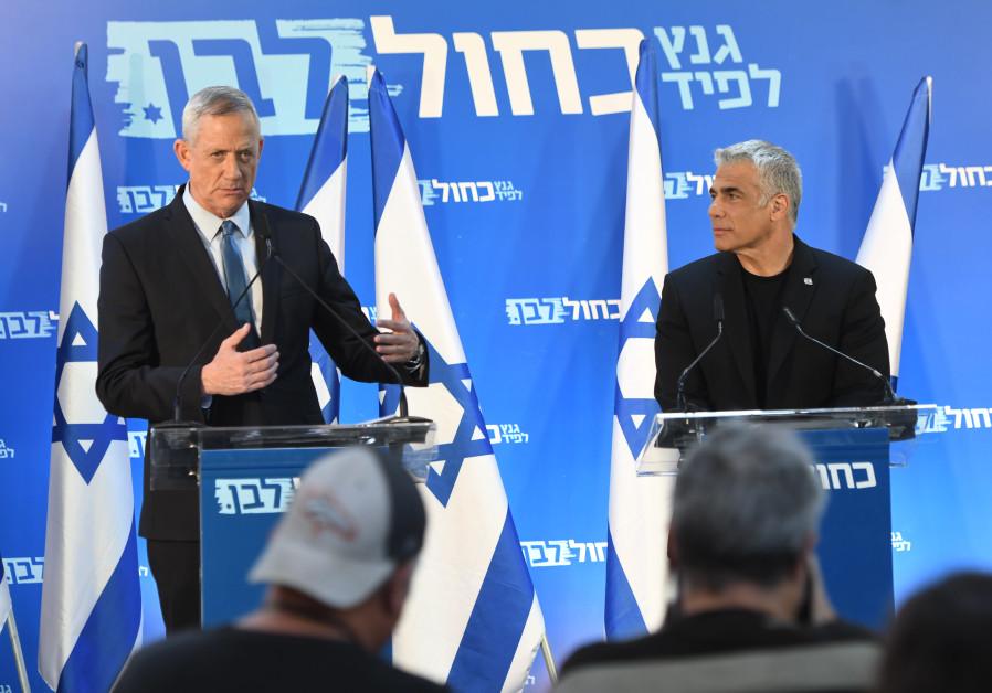 Benny Gantz (esquerda) e Yair Lapid (esquerda) em entrevista coletiva, 21 de março de 2019