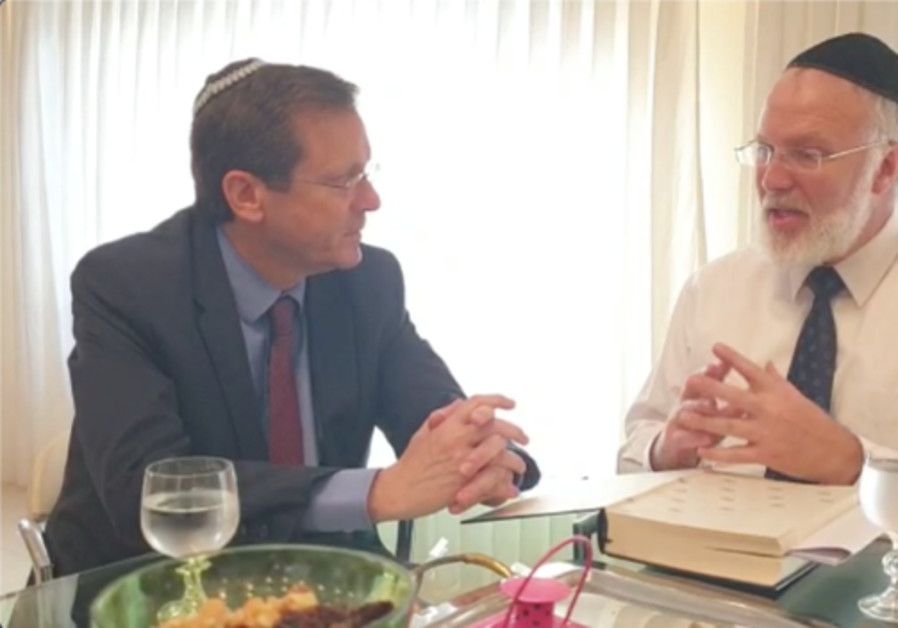 Herzog meets with Rabbi Gabriel Davidovich in his home in Buenos Aires on Sunday