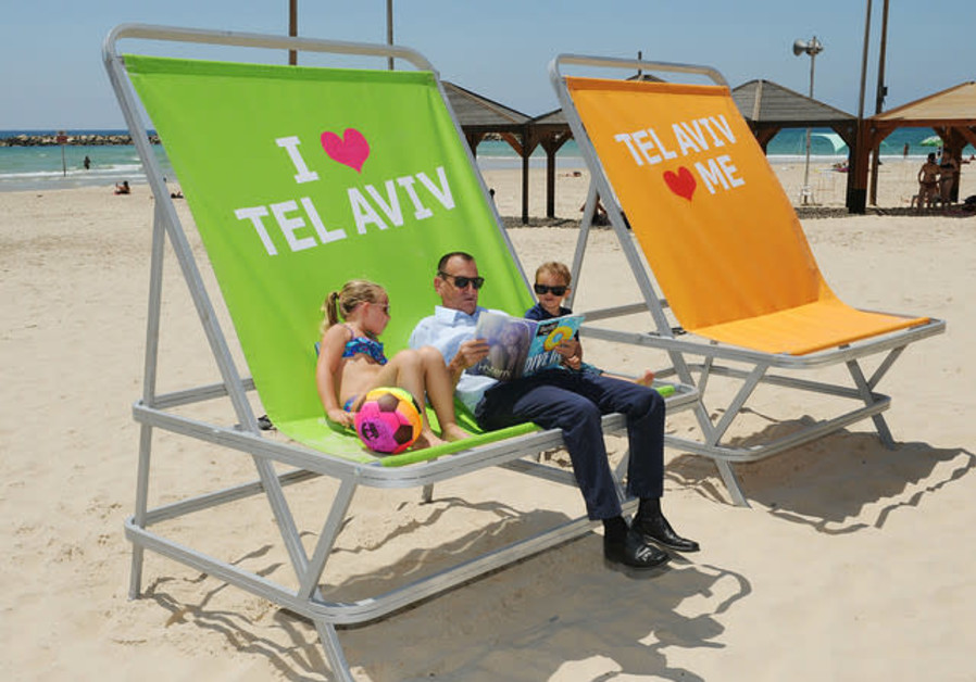 Tel Aviv Mayor Ron Huldai at the beach