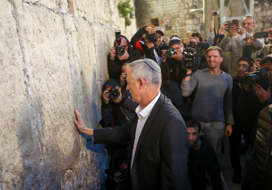 Benny Gantz, chairman of the Blue and White party, places a hand on the Western Wall