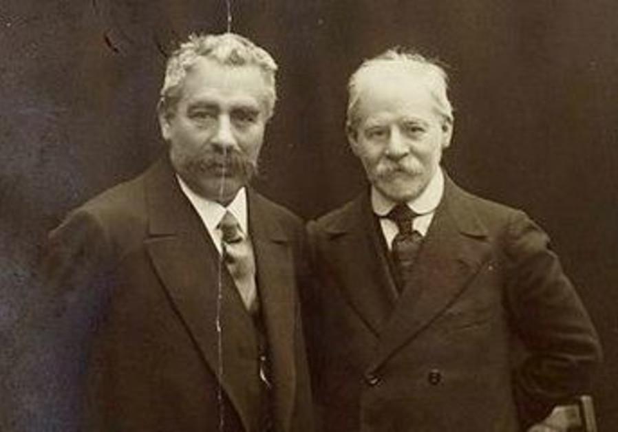Jacob Dinezon (right) pictured with I. L. Peretz, both Yiddish-language authors