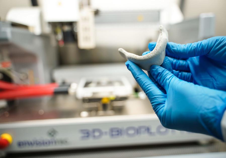 The new 3-D printer at the Technion can print human tissue. Credit: NITZAN ZOHAR/TECHNION SPOKESPERSON'S OFFICE