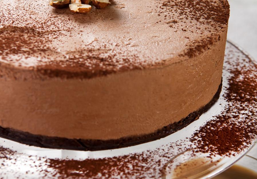 No-bake chocolate mousse cake