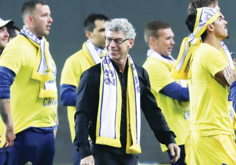 MACCABI TEL AVIV owner Mitch Goldhar celebrates after his team beat Maccabi Haifa 1-0 (Danny Maron)