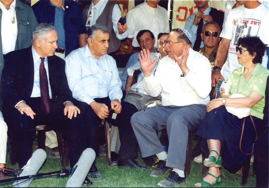 Prime Minister Benjamin Netanyahu and then-defense minister Yitzhak Mordechai listen to Yona Baumel