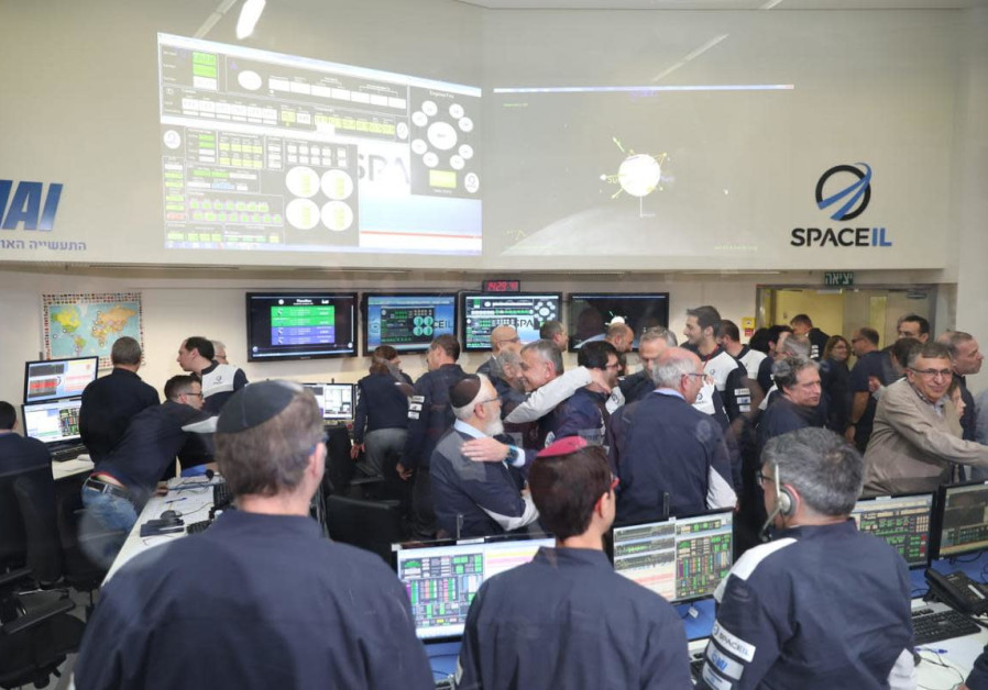 SpaceIL engineers and the Israeli Space Industry industry celebrate the successful Lunar Capture man