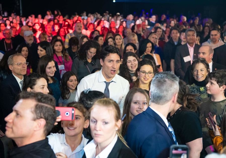 Canadian Prime Minister Justin trudeau sings along at a mass sing-along event