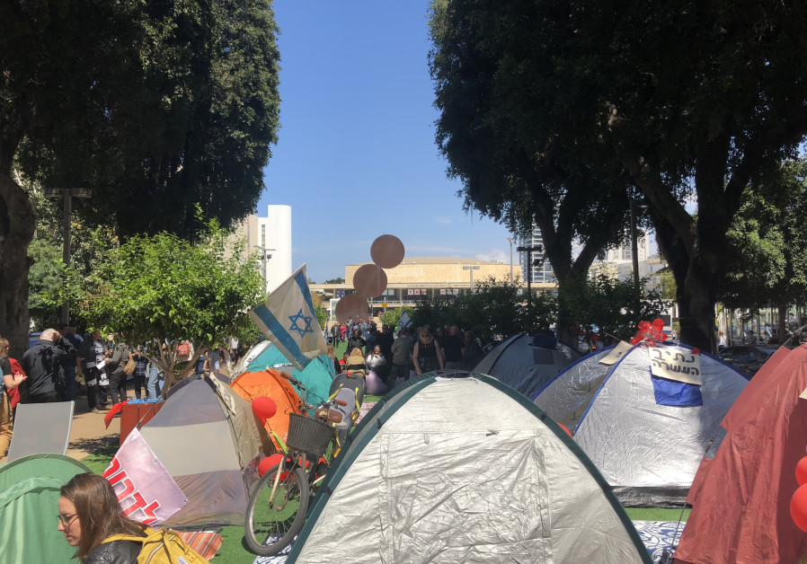 Residents of southern Israel protest the security situation by pitching tents