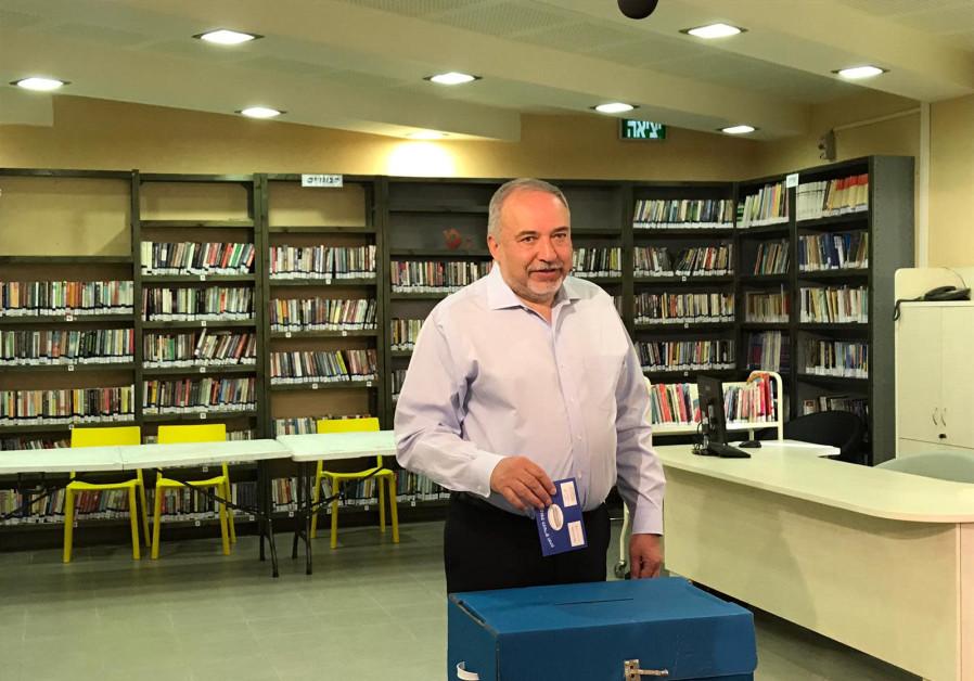 Avigdor Liberman voting