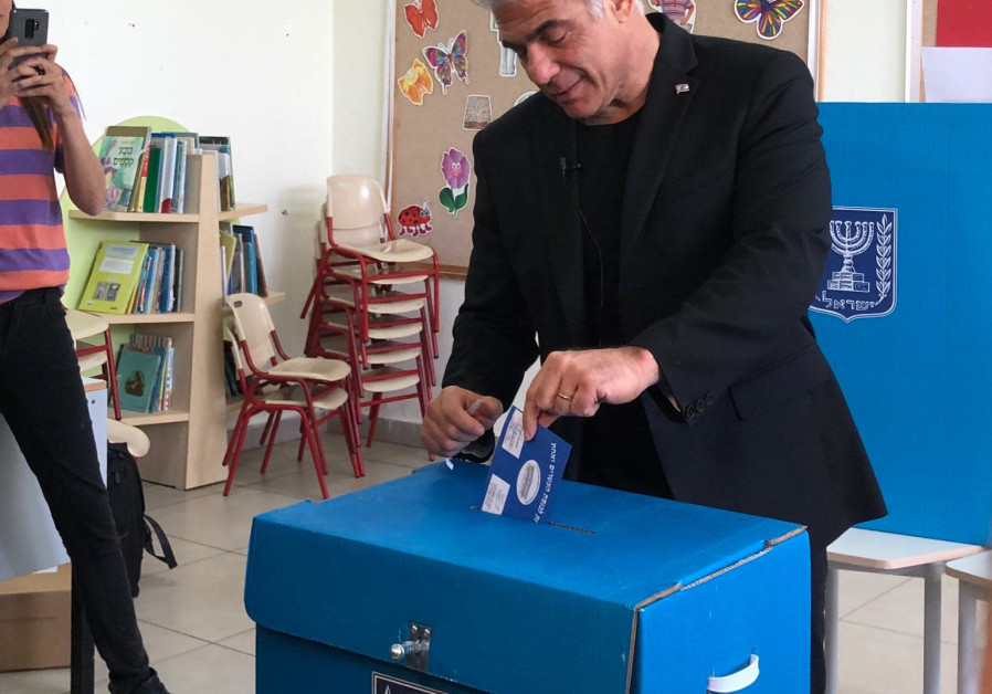 Blue and White No. 2 Yair Lapid votes on Election Day, April 9, 2019 (Mor Shimoni)