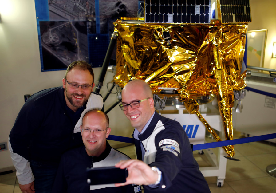 SpaceIL co-founders Kfir Damari (L), Yonatan Weintraub (C) and Yariv Bash (R) take a selfie in front
