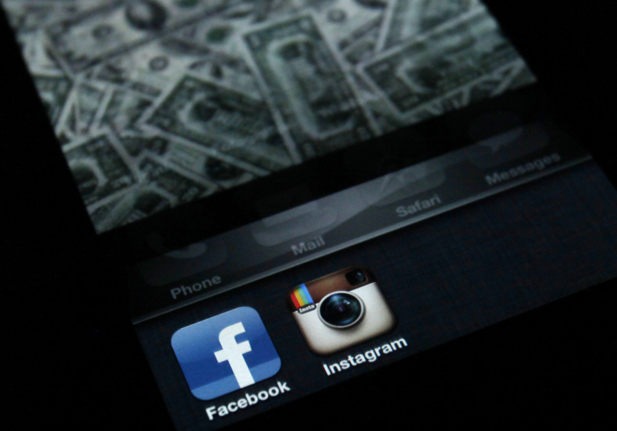 Facebook, Instagram and WhatsApp return after 2.5-hour outage