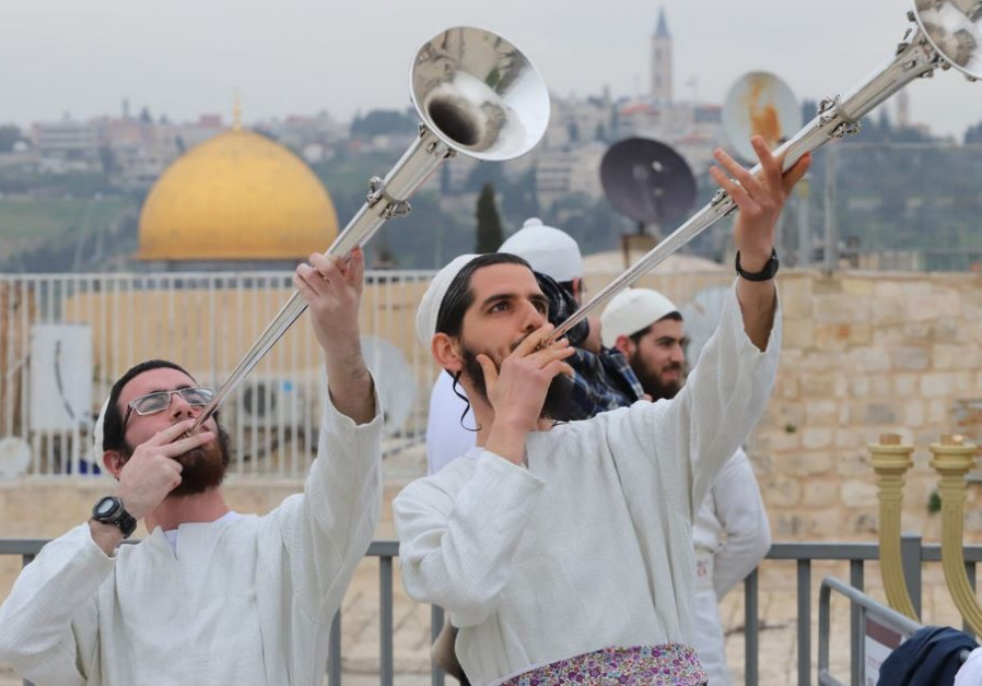 Hundreds gather in Jerusalem to reenact Passover Temple celebration