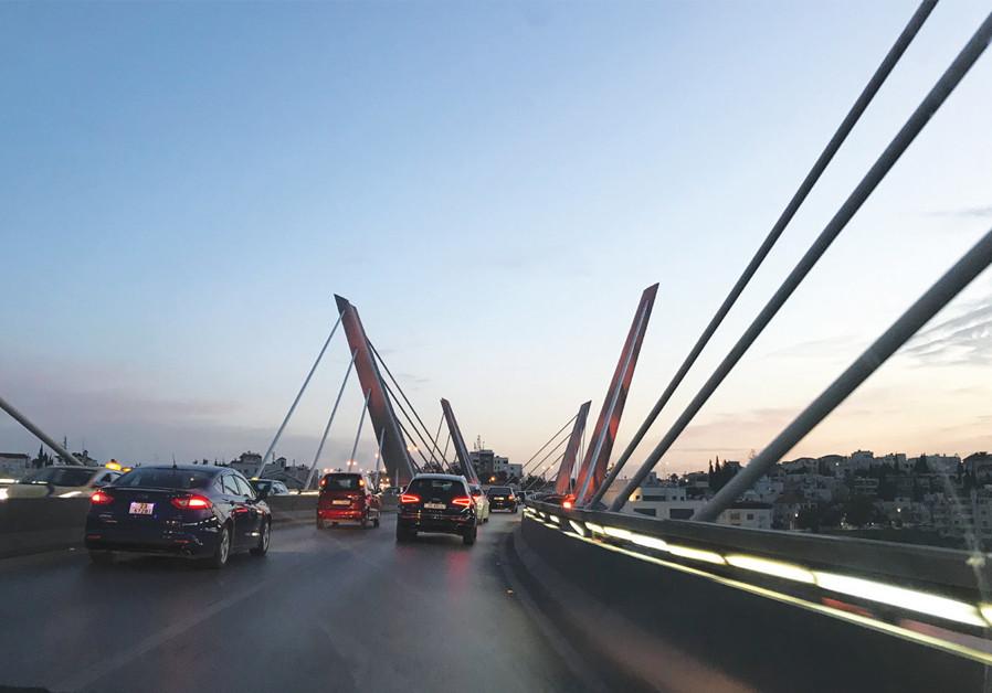 A BRIDGE in Amman contrasts modern and vintage Jordan. (Seth J.Frantzman)