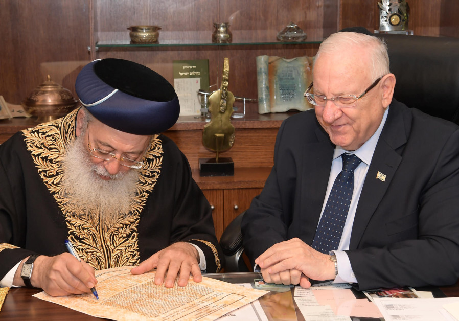 President Rivlin selling his chametz ahead of Pesach