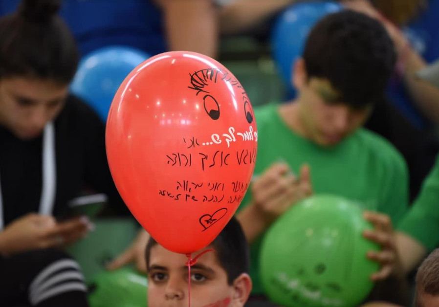 IDF orphans send letters to their fallen fathers – with balloons