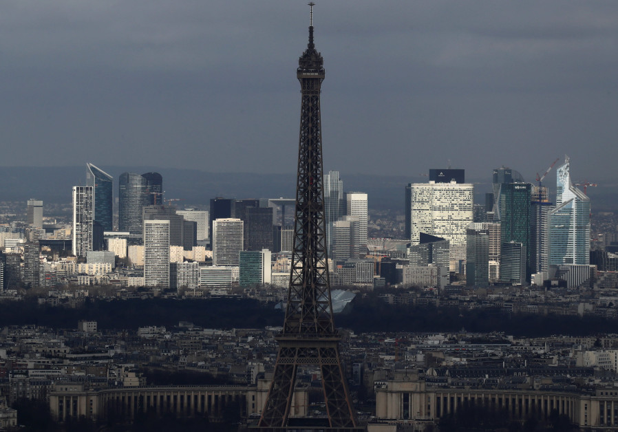 Eiffel Tower goes dark for Sri Lanka attack victims