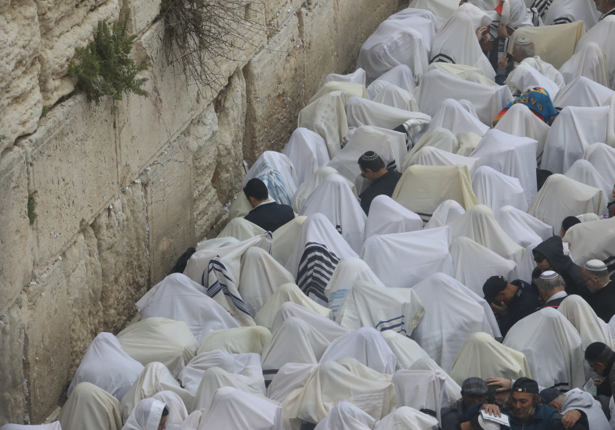 100,000 visit Western Wall for Priestly Blessing