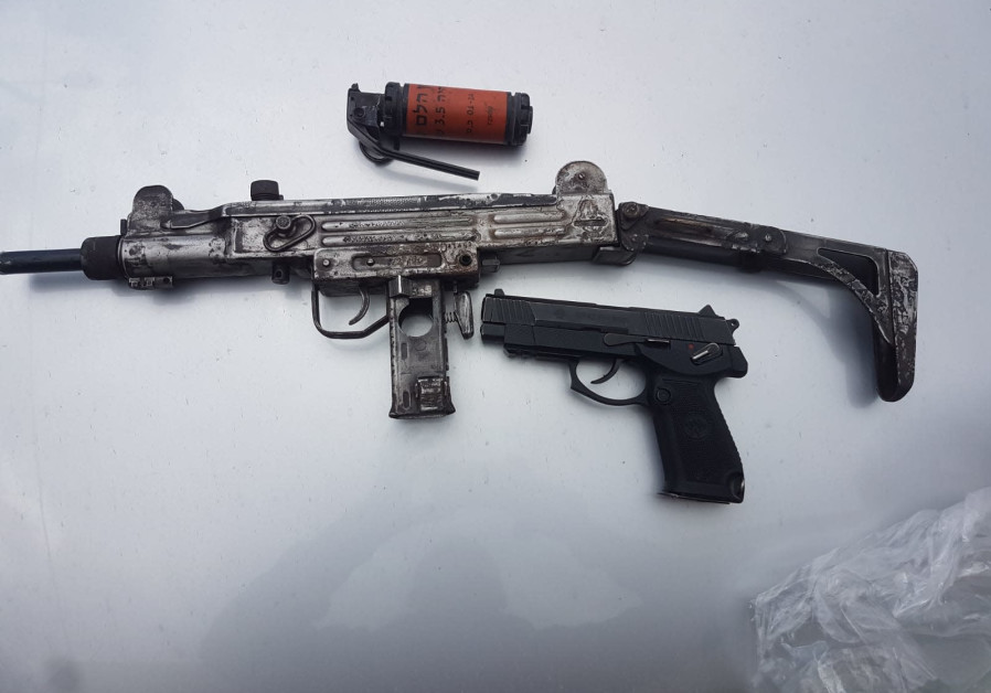 Police bust Palestinian illegal weapons trade in West Bank