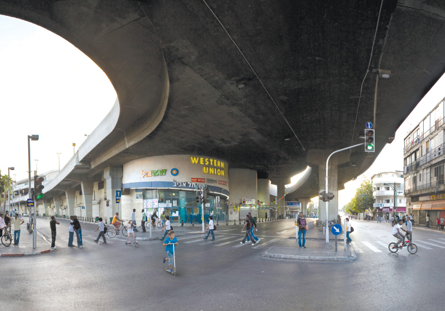 Yom Kippur in Tel Aviv's Neveh Sha'anan neighborhood, at the intersection of Levinsky and David Tzemach streets near the central bus station (Credit: Wikimedia Commons)