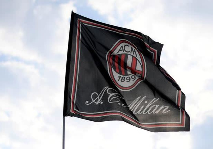 Milan soccer fans salute Mussolini a day before Liberation Day