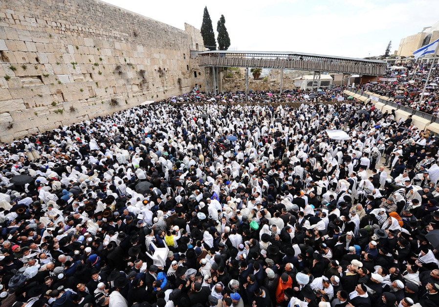 The crowd at the Western Wall.