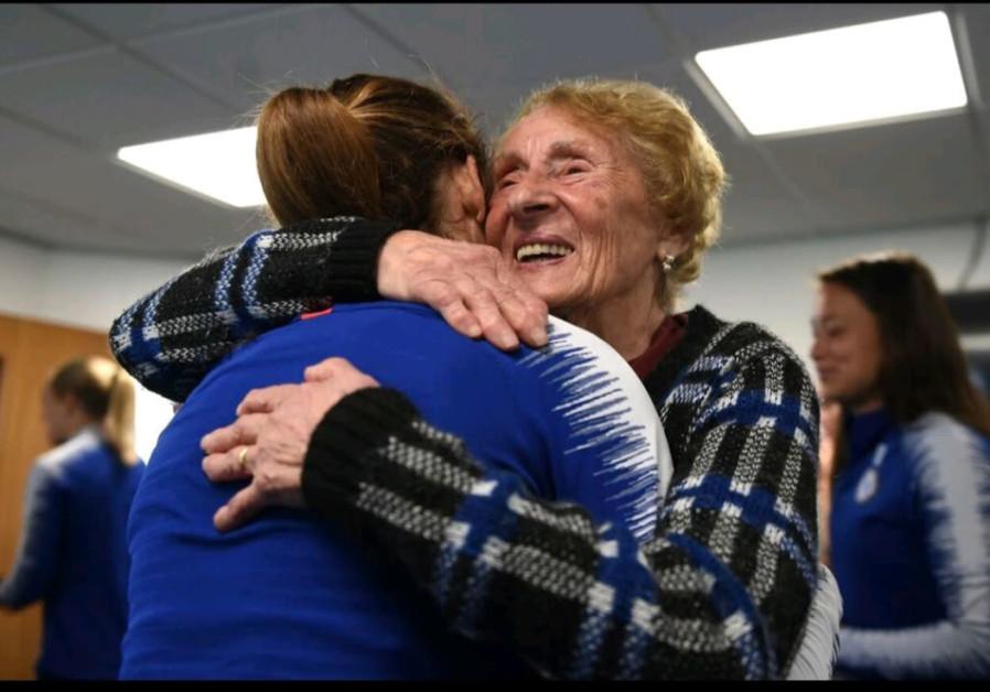 Chelsea Women's Soccer Team hear harrowing tale of Holocaust survivor