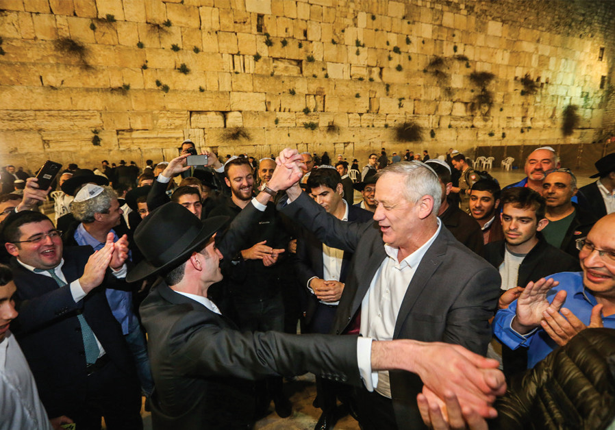 Blue and White leader Benny Gantz dances at the Western Wall before the April 9 election (photo: MARC ISRAEL SELLEM)