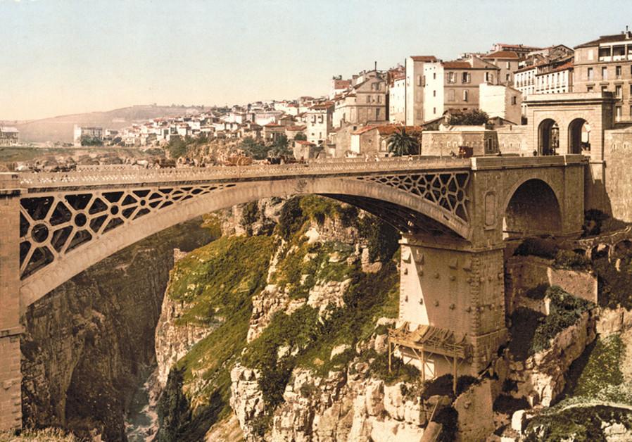 CONSTANTINE, ALGÉRIE, 1899. Cinquante-sept ans plus tard, en 1956, ce serait le théâtre d'une bataille brève mais cruciale pour les Juifs de la région. (Crédit: Wikimedia Commons)