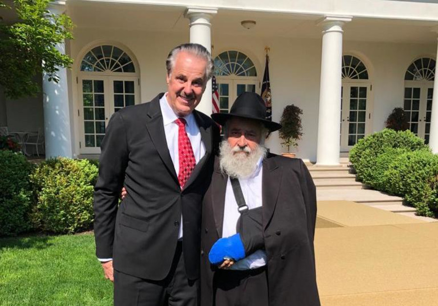 Friends of Zion chairman Mike Evans meets with Rabbi Yisroel Goldstein at the White House, May 2019