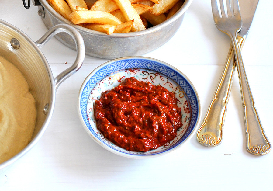 RED S'HUG – SPICY PEPPER SPREAD (Credit: PASCALE PEREZ-RUBIN)