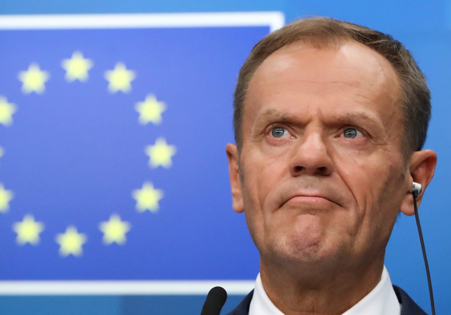 """EU's Juncker says """"unacceptable"""" to link Tusk to Hitler, Stalin in Poland"""