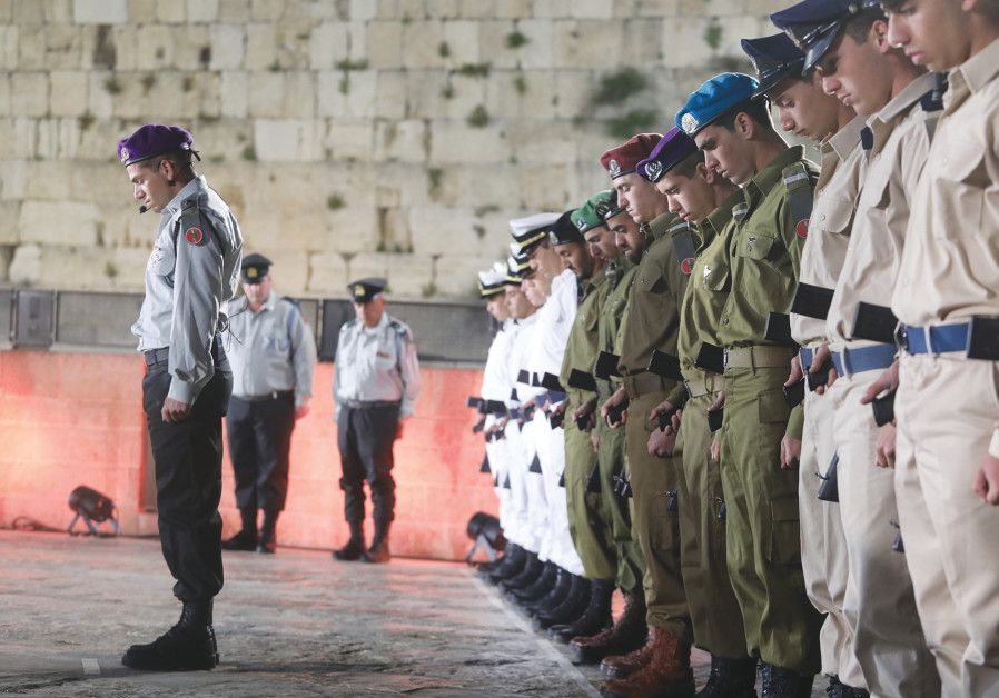 SOLDIERS STAND STILL as the memorial siren is sounded nationwide yesterday, during a ceremony markin