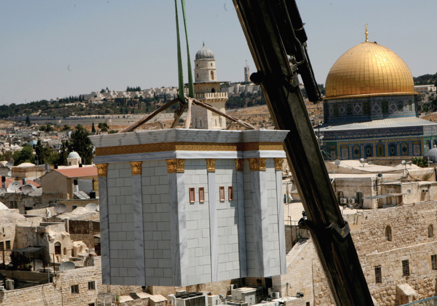 A model of the Temple is lowered by crane onto the roof of the Aish HaTorah Yeshiva in the Jewish Quarter in 2009. (Credit: GALI TIBBON)