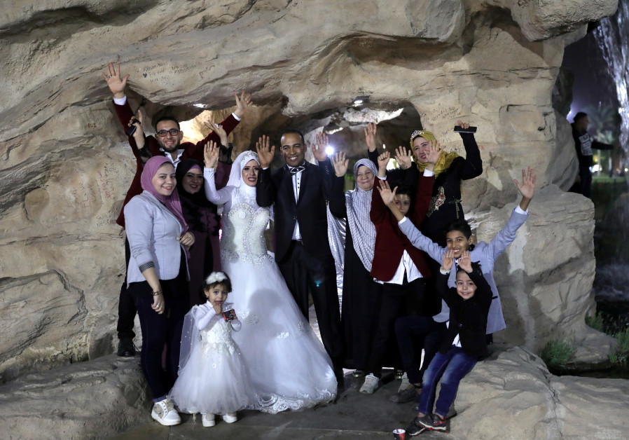 Egypt teaches students about love and marriage in attempt to curb divorce