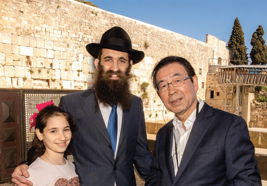 SEOUL MAYOR Park Won-soon and Litzman make a recent visit to the Western Wall. (Credit: Courtesy)