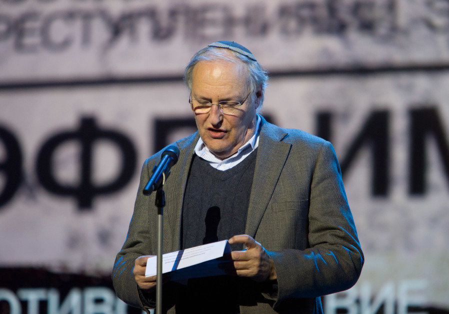 Efraim Zuroff accepting the Fiddler on the Roof award in Moscow-December 2018