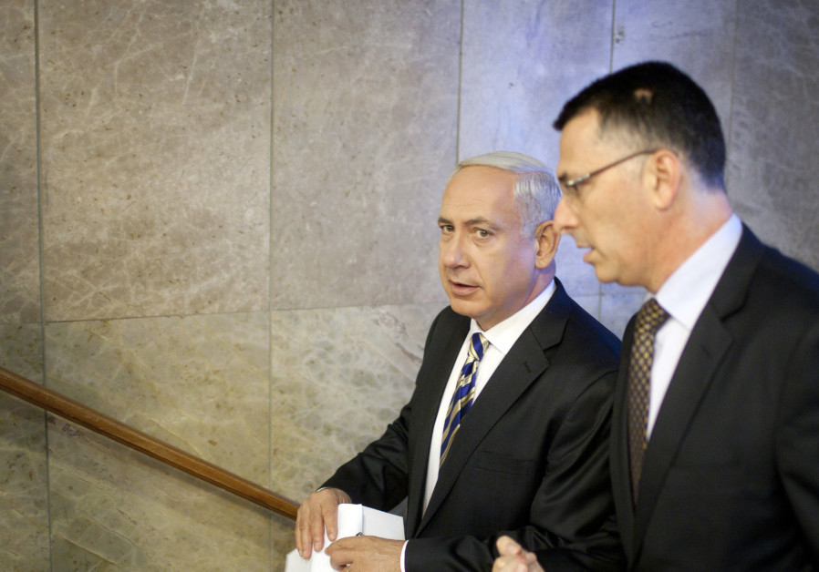 Israel's Prime Minister Benjamin Netanyahu (L) and then-Education Minister Gideon Sa'ar in 2012
