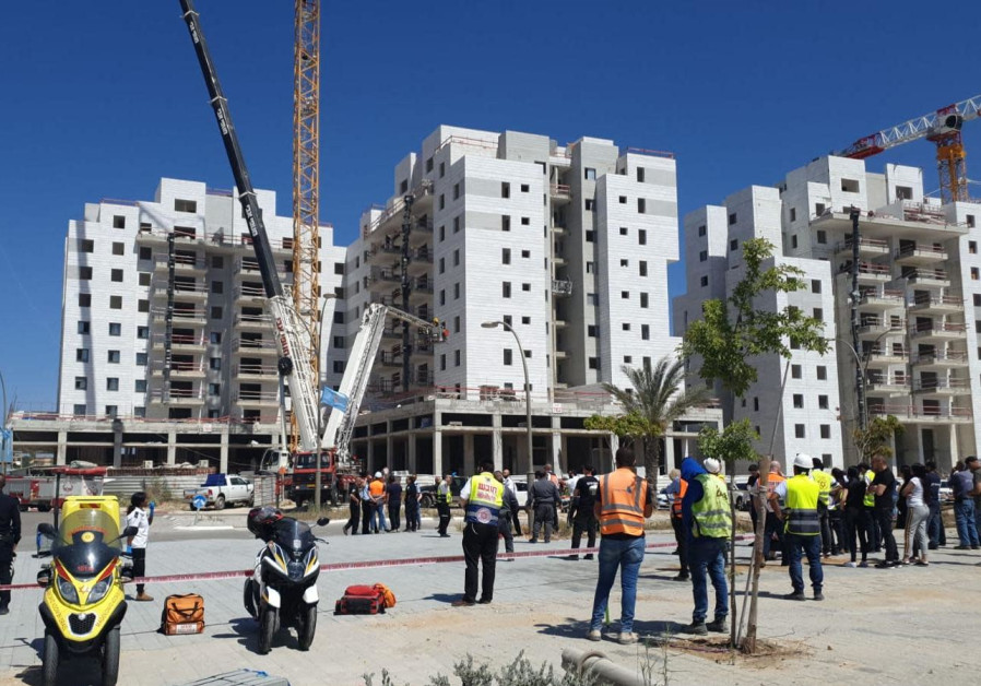 The scene in Yavne where part of the crane collapsed
