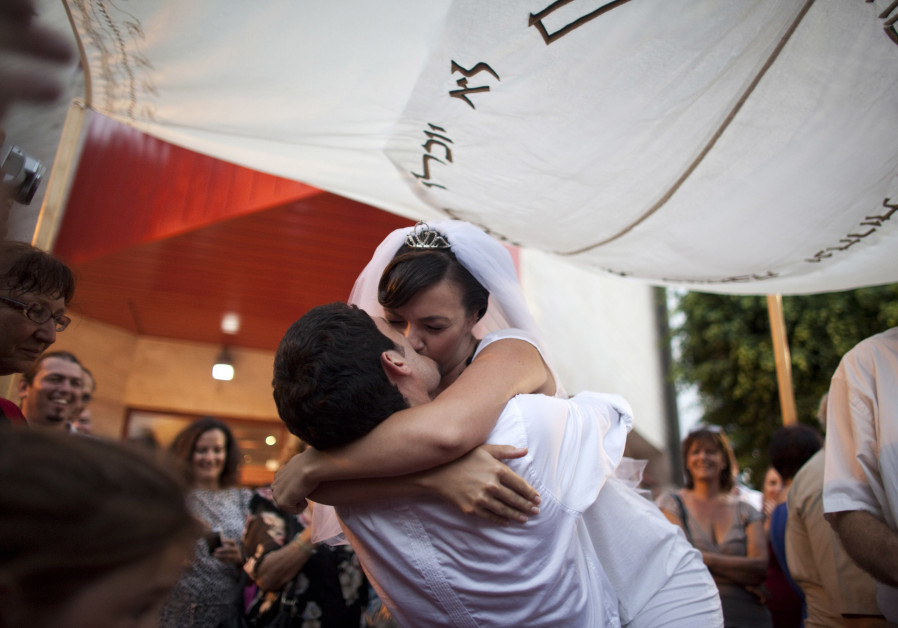 Israeli dating app users: Marriage reform needed