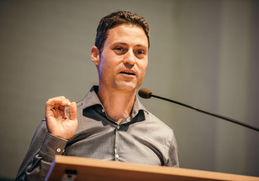 Zuroff: Anne Frank Center head hinders fight against antisemitism