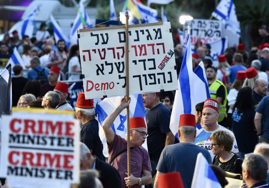 Thousands protest against immunity bill, Lapid: We won't apologize anymore