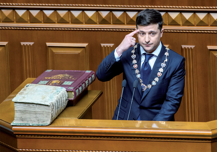 Ukraine President Volodymyr Zelensky takes the oath during his inauguration ceremony in parliament hall in Kiev on May 20 (Credit: IIENKO / UKRAINIAN GOVERNMENTAL PRESS SERVICE / REUTERS)