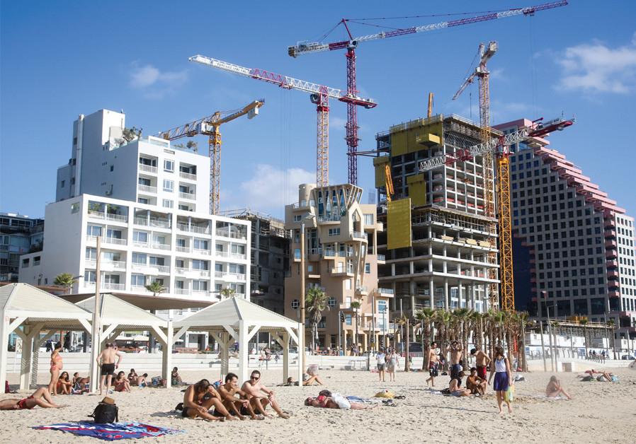 TEL AVIV'S La Mer Beach. (Credit: MARC ISRAEL SELLEM)