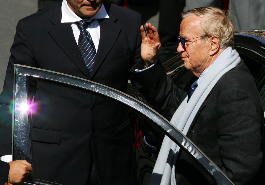 Italian director Franco Zeffirelli arrives to attend Luciano Pavarotti's funeral at the cathedral of