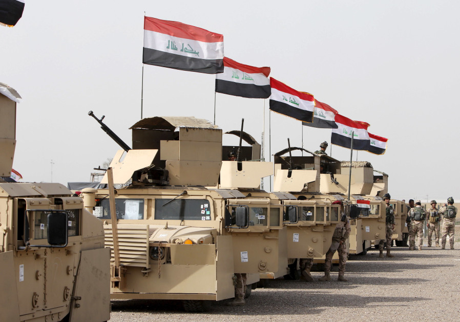Iraqi security forces ride in vehicles travelling to Mosul to fight against militants of ISIS