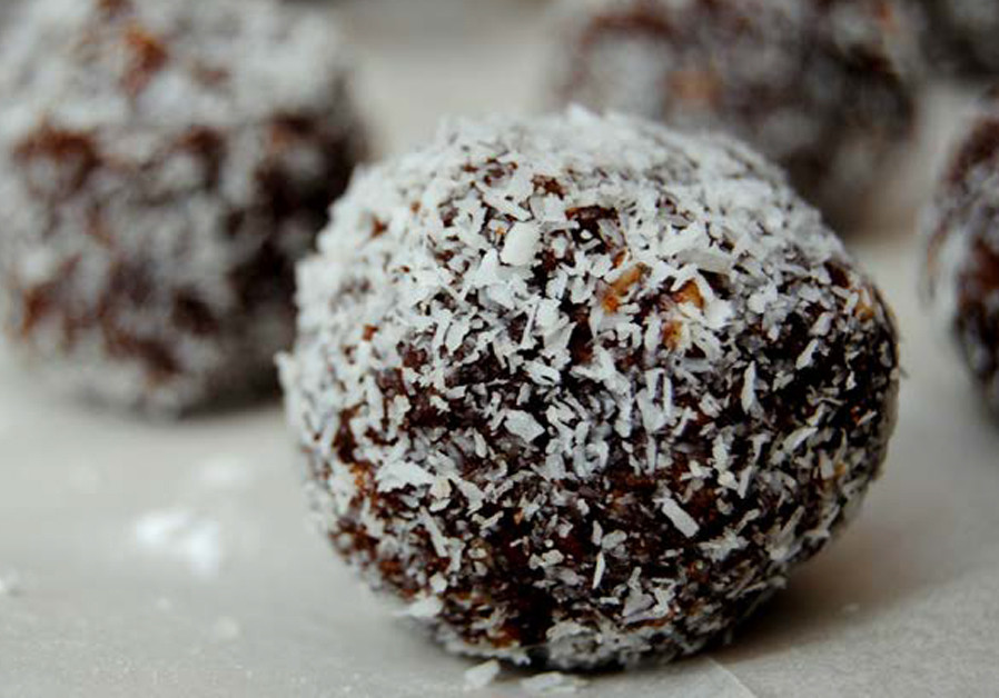 CHOCO LATE BALLS THAT CHILDREN LOVE (Credit: PASCALE PEREZ-RUBIN)