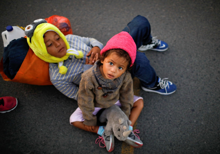 Children, belonging to a caravan of migrants from Honduras en route to the United States, wait with