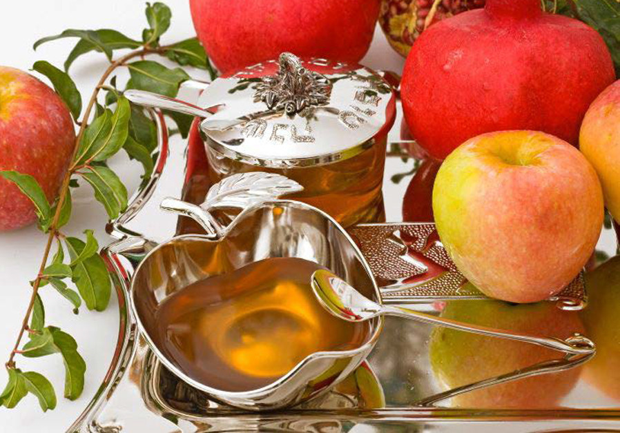 FOR SECULAR Israelis, the symbol for Rosh Hashanah is apples and honey – not the shofar. (Credit: SUFECO/FLICKR)