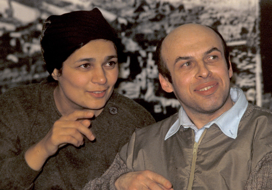 Avital and Anatoly (Natan) Sharansky, reunited after 12 years, at the airport news conference upon his arrival in Israel on February 11, 1986 (Credit: HAVAKUK LEVISON / REUTERS)